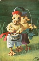 WIR WILL UNTER DIE SOLDATEN  two ducklings walk forward, one plays drum