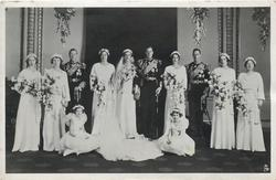 THE ROYAL BRIDAL GROUP AT BUCKINGHAM PALACE  see card comment