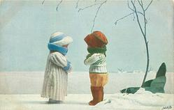 EIN KALTES RENDEZ-VOUS 2 doll-children face each other , green sled right, snow scene