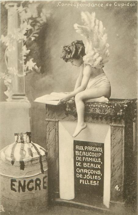 cupid sits on fireplace reading book AUX PARENTS, BEAUCOUP DE FAMILLE, DE BEAUX GARCONS, DE JOLIES FILLES!