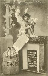 cupid sits on fireplace holding flowers PARTOUT, METTEZ BEAUCOUP DE FLEURS, CAR C'EST L'EMBLEME DU BONHEUR