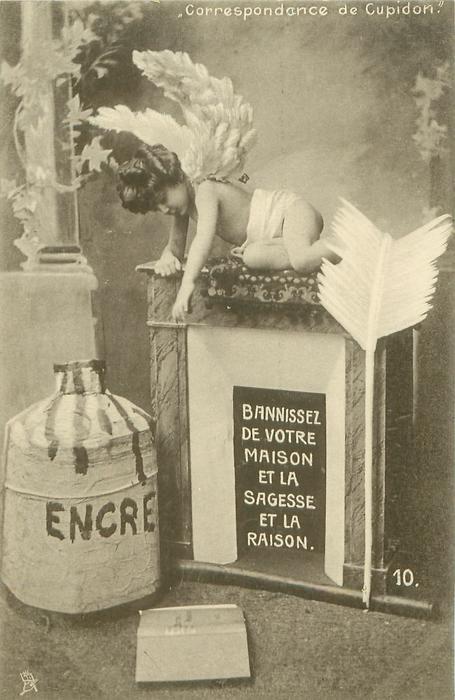 cupid kneels on fireplace looking down at dropped book BANNISSEZ DE VOTRE MAISON ET LA SAGESSE ET LA RAISON
