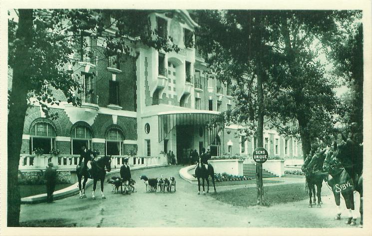 HOTEL WESTMINSTER-DEPART DES DRAGS