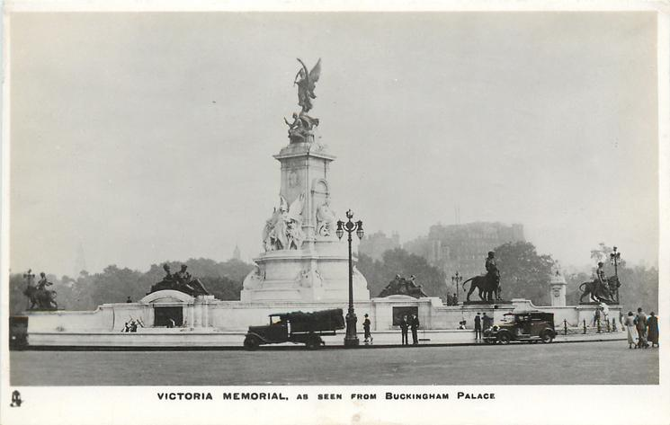 VICTORIA MEMORIAL AS SEEN FROM BUCKINGHAM PALACE