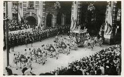 THE CORONATION COACH PASSING THROUGH ADMIRALTY ARCH