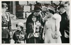 Ki(ng George VI and Queen Mary, two Girl Guides & leader in uniform left