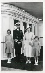 King George VI, the Queen and the princesses