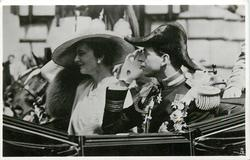 T.R.H. THE DUKE AND DUCHESS OF KENT IN THE SILVER JUBILEE PROCESSION