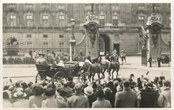 THE KING AND QUEEN RETURNING TO BUCKINGHAM PALACE...JUBILEE