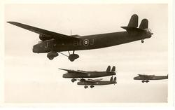 HANDLEY PAGE HARROW, LONG-RANGE BOMBER. HANDLEY PAGE SLOTS AND SLOTTED//SQUADRONS OF R.A.F.