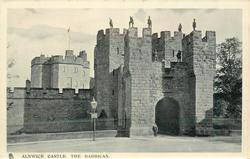 ALNWICK CASTLE, THE BARBICAN