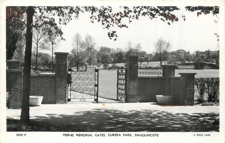 1939-45 MEMORIAL GATES, EUREKA PARK
