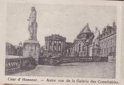 COUR D'HONNEUR-AUTRE VUE DE LA GALERIE DES CONNETABLES