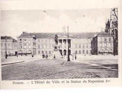 L'HOTEL DE VILLE ET LA STATUE DE NAPOLEON IER